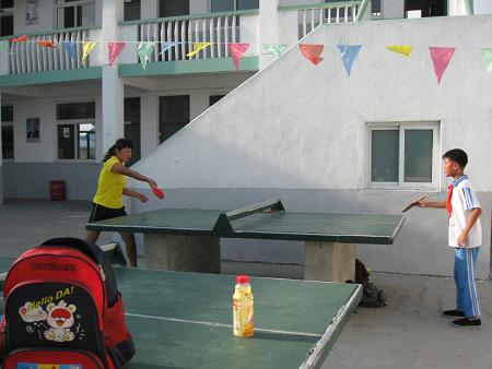 教老师打乒乓.JPG