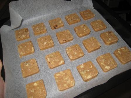 红糖核桃饼(整形好).JPG