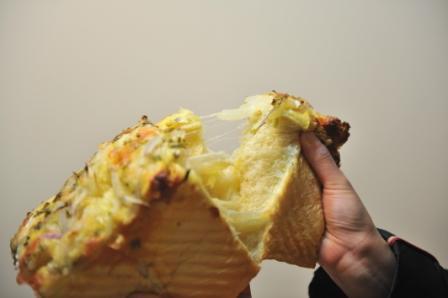洋葱培根奶酪土司4.JPG